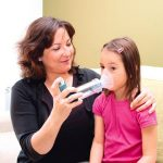 mum-helping-child-with-asthma-attack